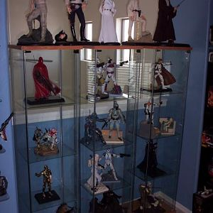 Some various 1/6th scale Sideshow Statues, also some Gentle Giant Statues